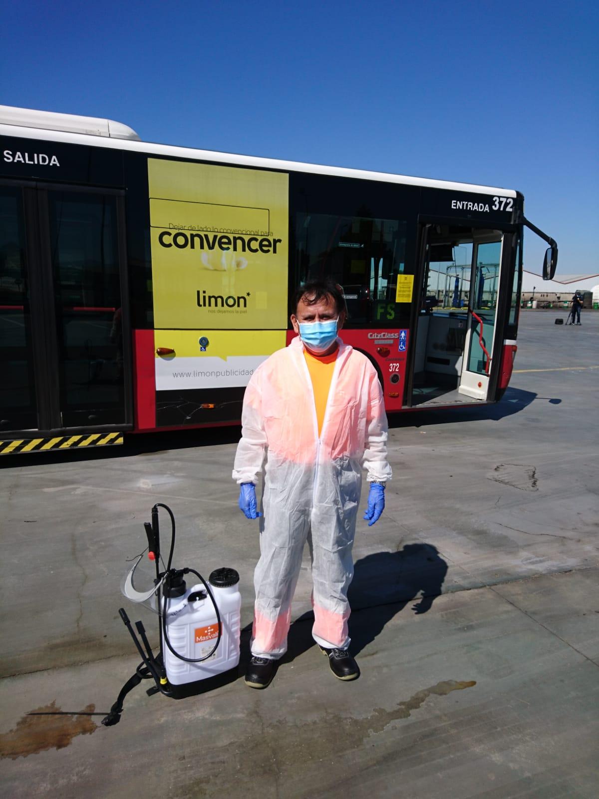 Masvalia. Labores de desinfección del transporte público.
